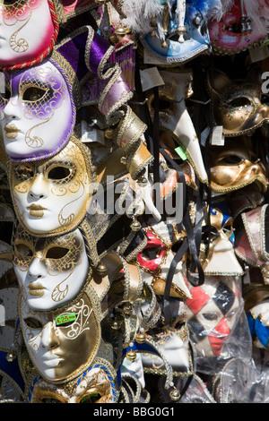 Maschere veneziane su una fase di stallo Foto Stock