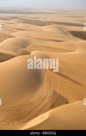 Le dune di sabbia vicino alla costa, fotografia aerea, Namibia, Africa Foto Stock