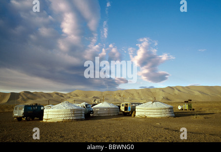 Ott 9, 2006 - Ger camp a dune di sabbia di Khongoryn Els nel deserto del Gobi Gurvansaikhan del Parco Nazionale Foto Stock