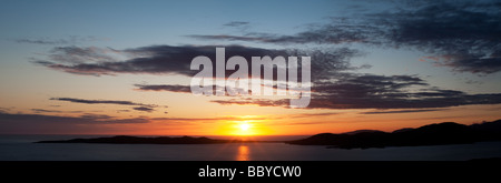 Sunset over Taransay Isola, Isle of Harris, Ebridi Esterne, Scozia Foto Stock