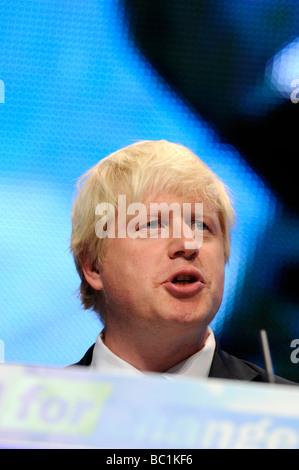 Il primo ministro Boris Johnson MP rivolgendosi al Congresso del Partito Conservatore di Birmingham, Regno Unito