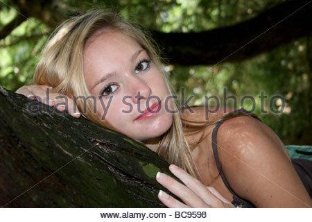 Un ritratto di un sedicenne ragazza. Foto Stock