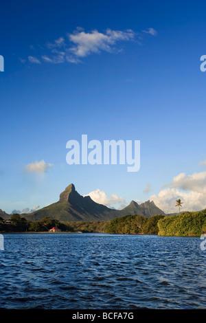 Tamarin Bay con Trois Mamelles e Montagne du Rempart, Mauritius, Oceano Indiano Foto Stock