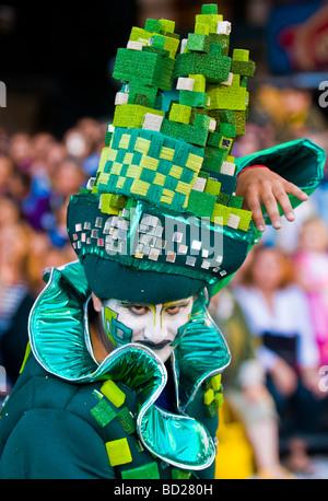 Un costume carnaval partecipante all'annuale festival nazionale di Montevideo, Uruguay Foto Stock