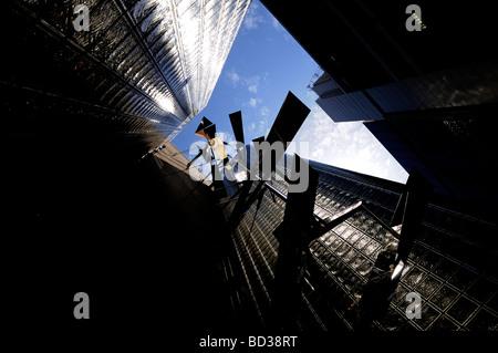 Vista verso l'alto della Maison Hermes edificio architetto Renzo Piano nel quartiere di Ginza Tokyo Giappone