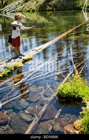 Sette anni di vecchio ragazzo di Pesca a Mosca Report di Pesca nelle cascate nei pressi di piegare, Oregon