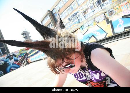 """Una ragazza punk """"Rae Ray tumulti' con una grande mohicano, Shoreditch, London, Regno Unito .2009 Foto Stock"""