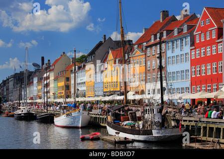 Case colorate in area di Nyhavn di Copenaghen, Danimarca Foto Stock
