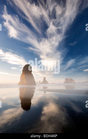 Costa con nuvole interessanti vicino al tramonto. Samuel H. Boardman membro Scenic corridoio. Oregon Foto Stock
