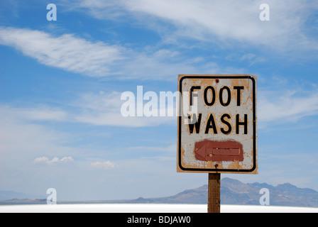 Piede segno di lavaggio sui laghi salati di Bonneville, Utah, Stati Uniti d'America Foto Stock