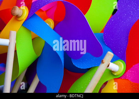 Vivacemente colorato mulini a vento Cornwall Regno Unito Regno Unito Europa Foto Stock