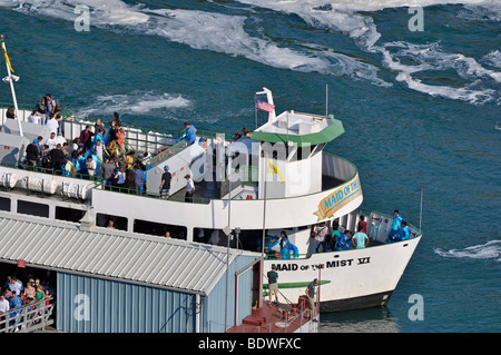 La Domestica della Foschia barca con i turisti - Niagara Falls, Canada Foto Stock