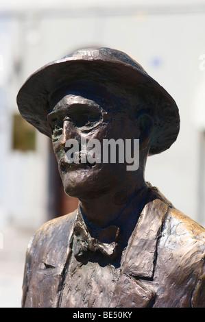 Statua in bronzo dello scrittore James Joyce sul Canale Grande di Trieste, Friuli, Italia, Europa