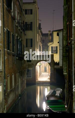 Vista dal ponte del Forner verso il Rio de la Torre, Venezia, Italia e Europa Foto Stock