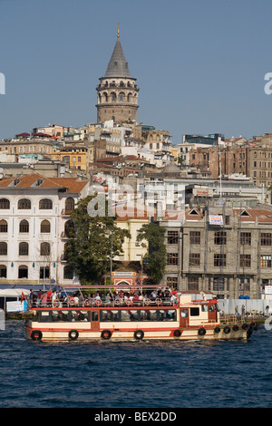 Turchia Istanbul Torre Galata & barca Foto Stock