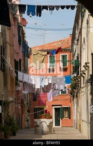 Cortile interno con lavanderia, Soportales, Riva dei Sette Martiri, Venezia, Veneto, Italia, Europa Foto Stock