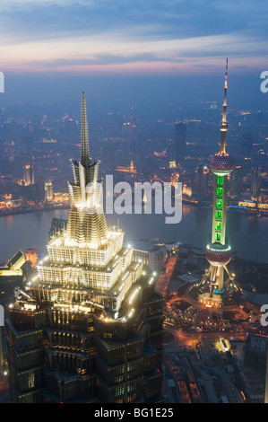 Jinmao e Pearl torri e lo skyline di Pudong, Shanghai, Cina e Asia Foto Stock