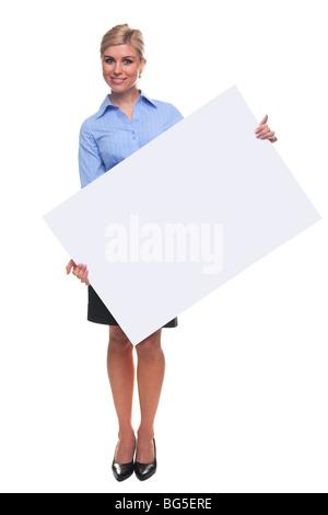 Donna bionda tenendo un cartello bianco, aggiungere il proprio messaggio Foto Stock