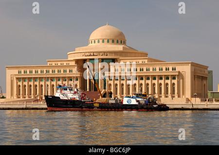 La sede della Corte Suprema di Cassazione, Sharjah, l'Emirato di Sharjah Emirati Arabi Uniti, Medio Oriente Foto Stock