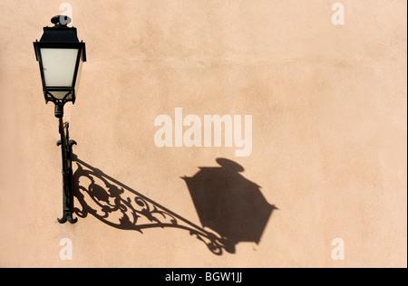 Ombra di una lampada a parete, Fulda Hessen, Germania, Europa Foto Stock