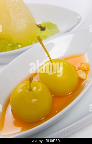Bacche serviti in salsa di arancio Foto Stock