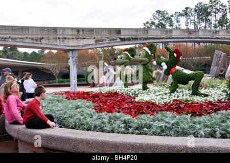 Pippo, Topolino e Minnie Mouse sculture di fiori, Disney, Orlando, Florida, Stati Uniti d'America