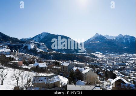 Vista sul centro della città di Briancon, Serre Chevalier, Hautes Alpes, Francia Foto Stock