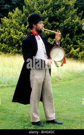 Victorian rievocazione storica, musicista itinerante intrattenitore musicale di intrattenimento musicale intrattenitore Foto Stock