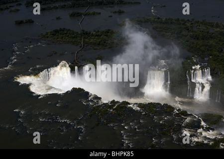 Vista aerea presi da un elicottero di Iguazu falls iguacu national park, PARANA, Brasile, Sud America Foto Stock