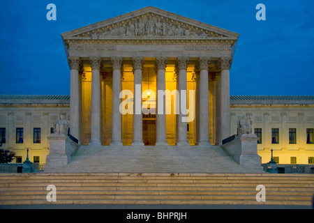 Vista notturna di U.S. Corte suprema. È la sede della Corte suprema degli Stati Uniti Foto Stock