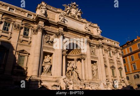 Fontana di Trevi a Roma Italia con la storia di gettando delle monete in Europa Foto Stock