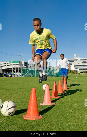 U 17 giocatori di formazione presso Old Mutual Accademia di calcio, Cape Town, Sud Africa Foto Stock