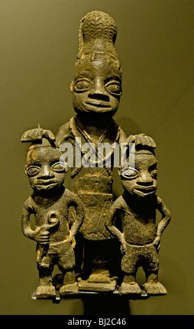 4a6ce6d2e8 Testa di donna reale Benin Nigeria Benin Africa arte da museo · Bini Regina  Madre Iyoba 19 th Cen Royal donna Benin Nigeria Benin statua Museo di  Scultura