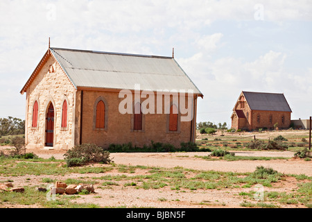 Chiesa Metodista con la Chiesa cattolica in background, Silverton vicino a Broken Hill, Outback Australia NSW Foto Stock