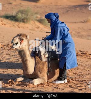 Le dune di sabbia di Erg Chebbi nel deserto del Sahara vicino a Merzouga, Marocco. Foto Stock