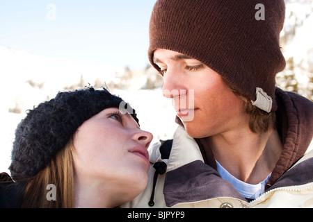 Un paio di fuori nella neve Foto Stock