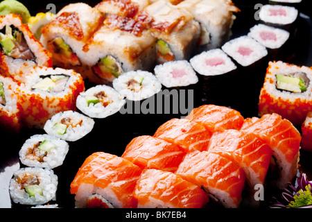 I sushi giapponesi le bobine. Vista da sopra. Foto Stock