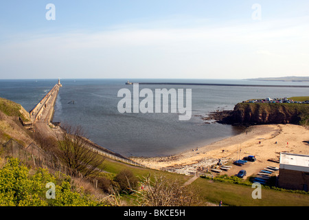 King Edwards bay di Tynemouth. Vista dall'interno del castello di Priorato che mostra sia di Tynemouth e South Shields Foto Stock