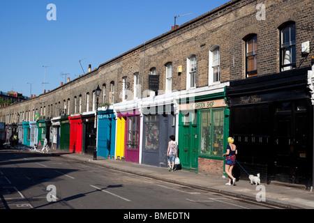 Scena di strada di Columbia Road Flower Market una domenica pomeriggio, London, England, Regno Unito Foto Stock