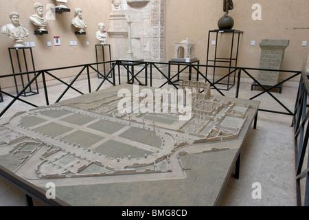 Modello in scala delle antiche rovine romane di Bagni di Adriano a Leptis Magna (Libia). Foto Stock