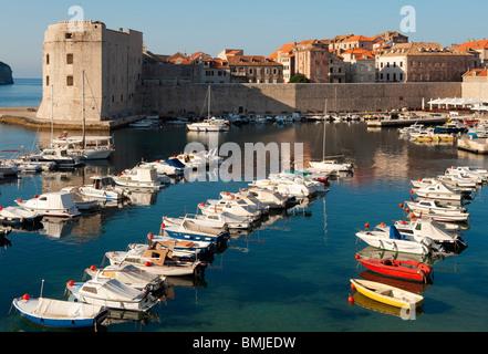 Vista del porto vecchio, Dubrovnik, Croazia Foto Stock