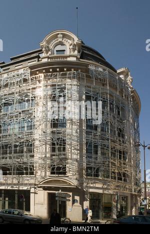 Ministero della cultura, Parigi, Francia. In precedenza la costruzione di pietra racchiusi in una filigrana della rete metallica che avvolge tutto il blocco Foto Stock