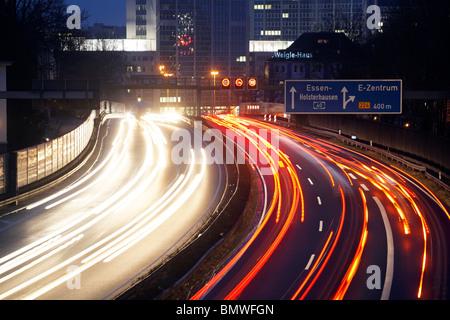 L'ora di punta sull'autostrada A40, Essen, Germania Foto Stock