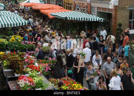 Columbia Road domenica il mercato dei fiori East London Regno Unito HOMER SYKES Foto Stock