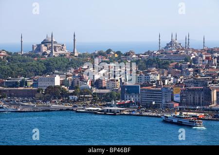 Turchia - Istanbul - vista sul Bosforo per il Museo Hagia Sophia e la Moschea Blu Foto Stock