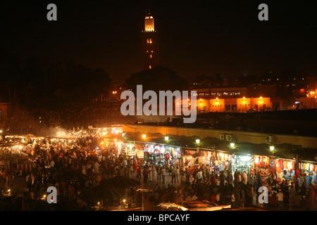 La Djemaa el Fna di notte, medina di Marrakech, Marocco, Africa del nord Foto Stock