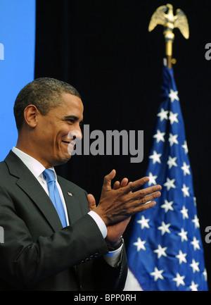 Barack Obama visita la nuova scuola economica Foto Stock