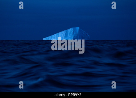 Il ghiaccio galleggia fuori delle acque dell'Antartide. Foto Stock