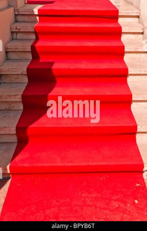 Tappeto rosso che conduce operazioni in un film a cerimonia di premiazione Foto Stock