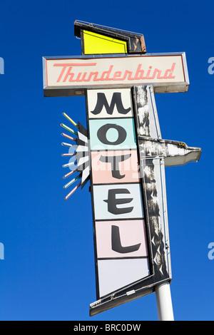 Insegna al neon sulla Thunderbird Motel su Virginia Street, Reno, Nevada, STATI UNITI D'AMERICA Foto Stock